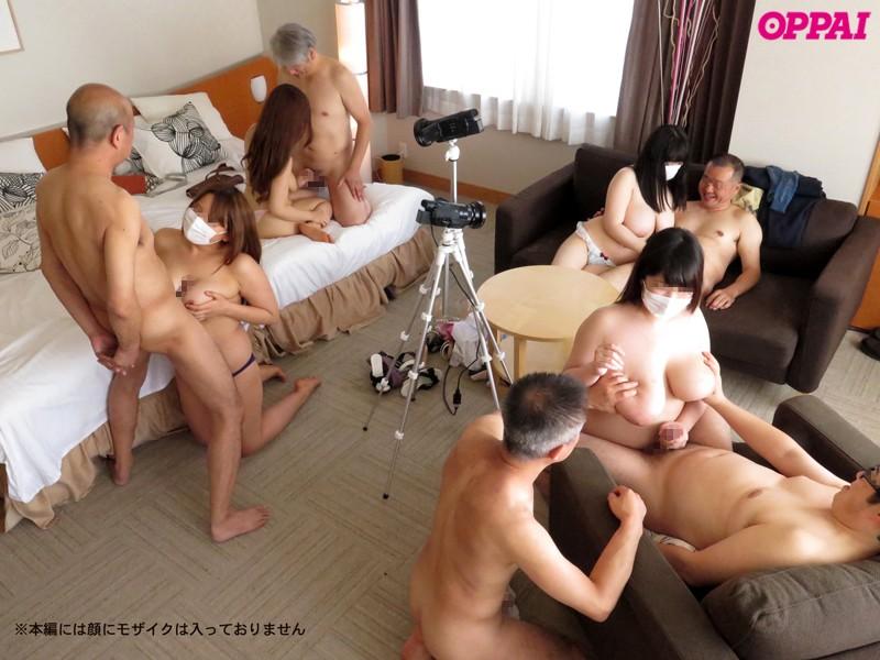 ワケあって顔を出すことが出来ない現役女子大生5人組が、危険日であるにも関わらずに趣味の中出しオフ会を開催! ! しかもこの5人破壊的なまでも超ド級巨乳! ! セックス・乱交・生ハメ・中出し・オジサンが大好きな趣味の合う5人の女子大生達は危険日中出しのスリルと快感をこのオフ会で楽しむ! 最近のゆとり世代女子大生達のリアルなオフ会映像! !