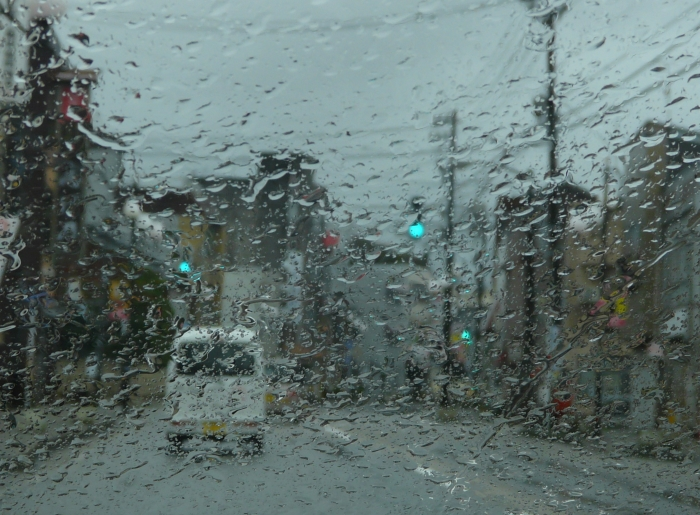 雨 車のガラス